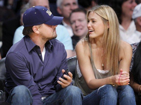 """Reuters""/""Scanpix"" nuotr./Leonardo DiCaprio su buvusia drauge Bar Refaeli (2010 m.)"