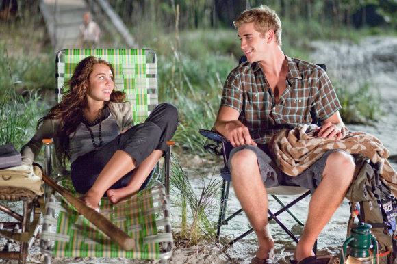 """Kadras iš filmo/Miley Cyrus ir Liamas Hemsworthas filme """"Paskutinė daina"""" (2010 m.)"""