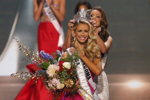 """""""Reuters""""/""""Scanpix"""" nuotr./Olivia Jordan ir 2014-ųjų """"Mis JAV"""" Nia Sanchez"""