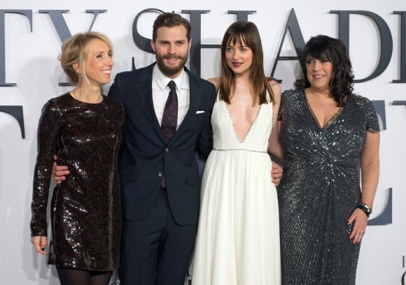 """Scanpix""/""SIPA"" nuotr./Sam Taylor-Johnson, Jamie Dornanas, Dakota Johnson ir E.L.James"