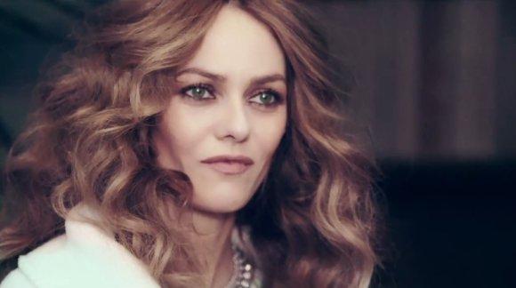 """Kadras iš """"YouTube""""/Vanessa Paradis H&M reklamoje"""