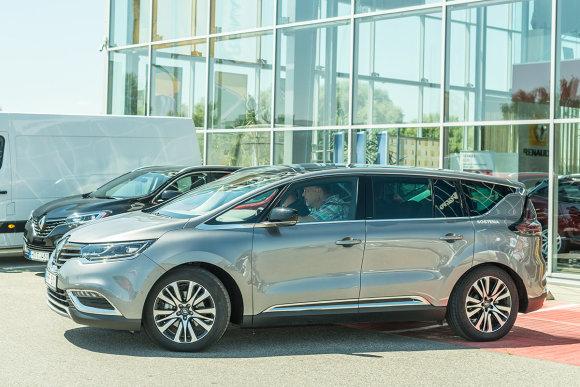 """""""Sostena"""" nuotr./Arvydui Saboniui įteikti """"Renault Espace"""" rakteliai"""