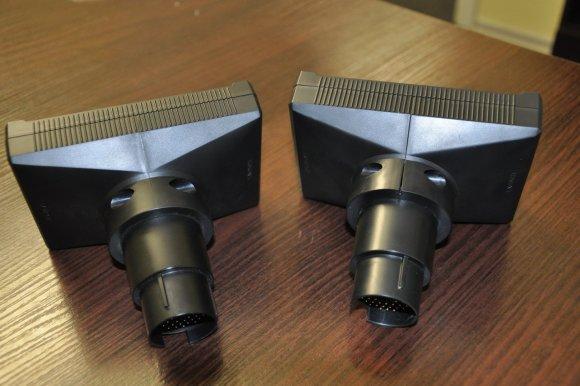 Kairėje pusėje originalus adapteris. Vizualiai matomi skirtumai, nekokybiškas surinkimas
