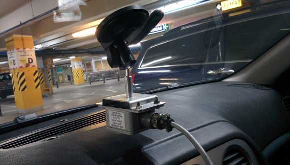 Automobilio vertikalaus ir horizontalaus pagreičio jutiklis