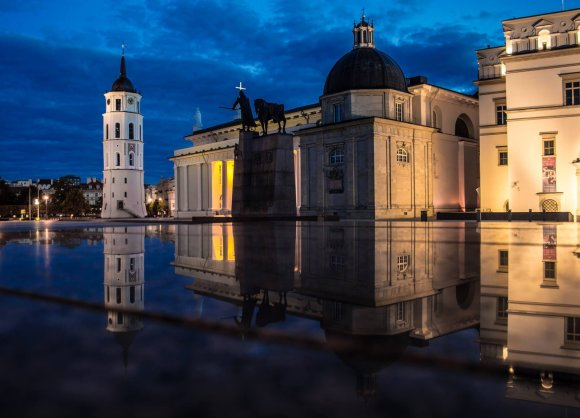 Gabrieliaus Khiterer nuotr./Vilniaus Katedros aikštė naktį