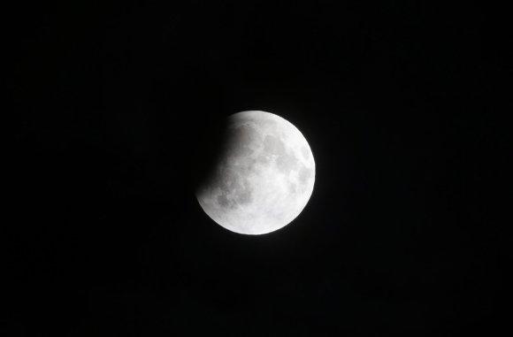 Nuotr. iš Astrophoto.com/Nr.18. Ant Mėnulio disko užslenka šešėlis – prasideda užtemimas