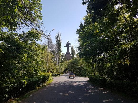 """Raimundos Celencevičiaus/15min nuotr./Armėnijos sostinė Jerevanas: monumentas """"Motina Armėnija""""."""