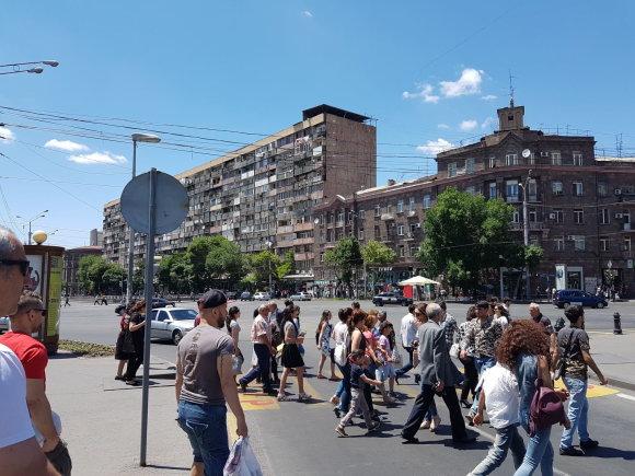 Raimundos Celencevičiaus/15min nuotr./Armėnijos sostinė Jerevanas: daugiabutis pačiame miesto centre.