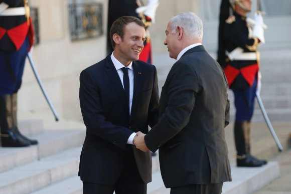 "AFP/""Scanpix"" nuotr./Emmanuelis Macronas su Benjaminu Netanyahu"