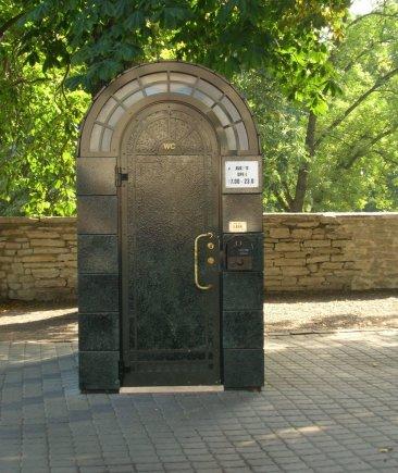 E.Digrytės nuotr./Skandalą dėl didžiulės kainos prieš kelioliką metų Estijoje sukėlęs viešasis tualetas