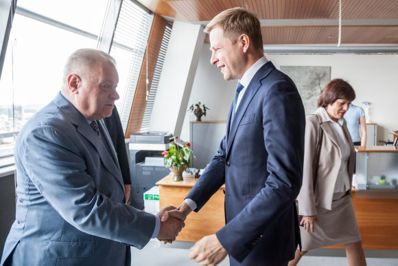 Vilniaus m. savivaldybės nuotr./Remigijaus Šimašiaus ir Rusijos ambasadoriaus Aleksandro Udalcovo susitikimas