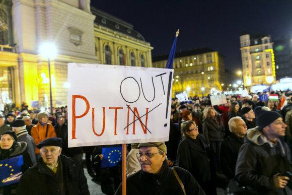 """""""Scanpix""""/AP nuotr./Vengrijoje praėjo V.Putino vizitu nepatenkintų vengrų mitingai."""