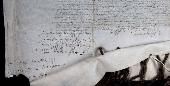 LMA Vrublevskių bibliotekos nuotr./Pergamentas su trijų Radvilų parašais