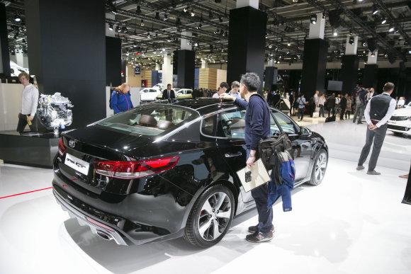 Luko Balandžio/15min.lt nuotr./KIA stendas Frankfurto automobilių parodoje