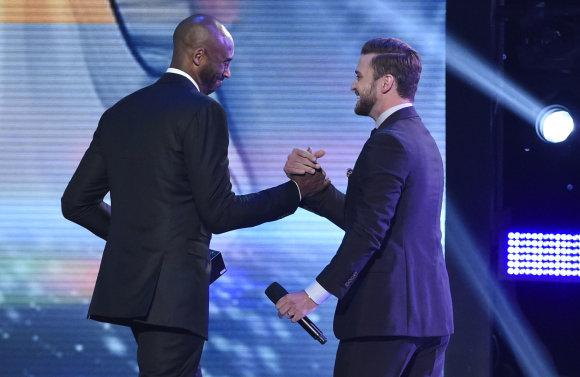 """""""Scanpix"""" nuotr./Kobe Bryantas ir Justinas Timberlake'as"""