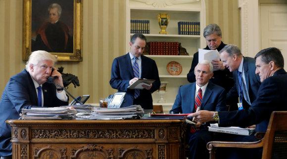 """""""Reuters""""/""""Scanpix"""" nuotr./Donaldas Trumpas kalbasi su Vladimiru Putinu"""
