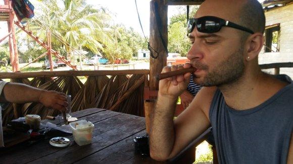 Vaido Mikaičio nuotr./Jei jau žiūrime, kaip sukami cigarai, reikia ir išbandyti galutinį produktą