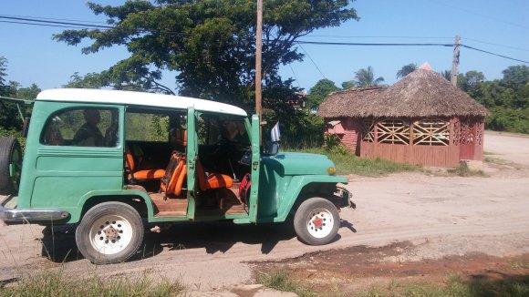 Vaido Mikaičio nuotr./Šiuo automobiliuku keliavome į Caya Jutias paplūdimius
