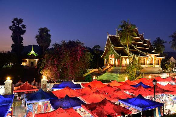 Shutterstock.com nuotr./Luangprabango naktinis turgus