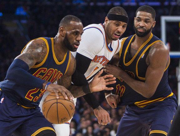 """""""Scanpix""""/AP nuotr./LeBronas Jamesas, Carmelo Anthony ir Tristanas Thompsonas"""