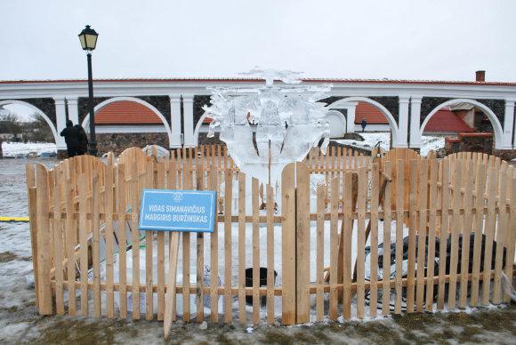 """Ledo skulptūrų ir šviesų festivalis """"Pasaka"""" / I vietos nugalėjotai / Pakruojo dvaro teritorija / Lauros Kešytės nuotr."""