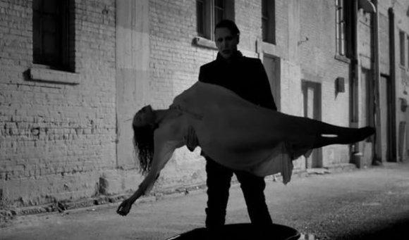 """""""Youtube"""" stop kadras/Kadras iš Marilyn Mansono dainos """"The Mephistopheles Of Los Angeles"""" vaizdo klipo"""