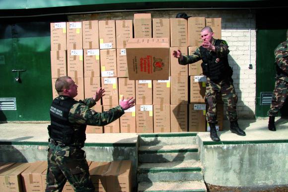 VSAT nuotr./2005 metais prie Rusijos sienos pasieniečiai sulaikė apie 2 mln. 600 tūkst. kontrabandinių cigarečių pakelių