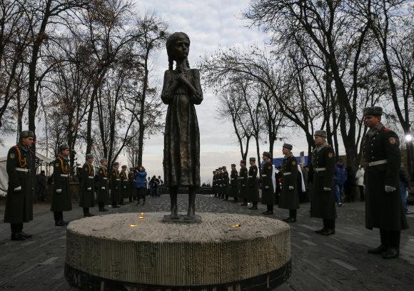 """""""Reuters""""/""""Scanpix"""" nuotr./Paminklas Holodomoro aukoms"""