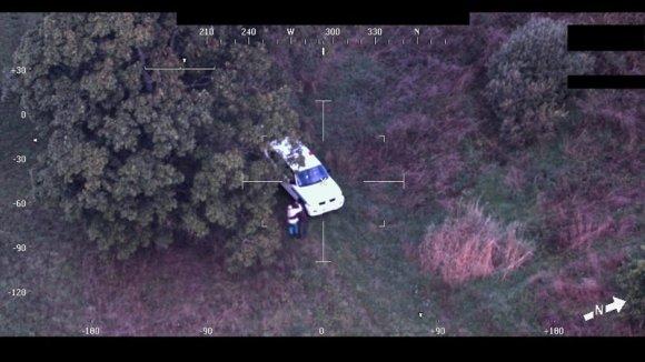 VSAT nuotr./VSAT Pasieniečių sraigtasparnio pilotai Molėtų rajone surado pradingusį ir visą šeštadienio naktį artimųjų ieškotą senolį.