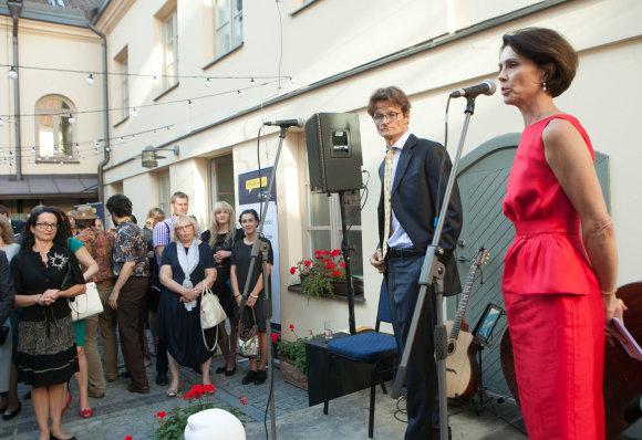 Švedijos ambasadorė Cecilia Ruthström-Ruin sako atsisveikinimo kalbą