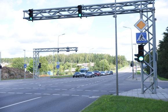 Molėtų plento ir Skersinės gatvių sankryžoje įrengti šviesoforai