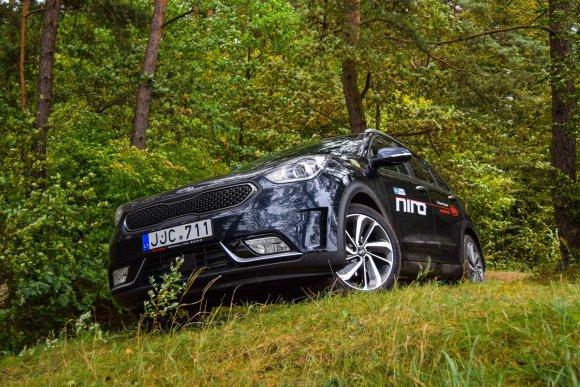 "Dainiaus Cuberos / 15min nuotr./HUV klasės automobilis ""KIA Niro"""