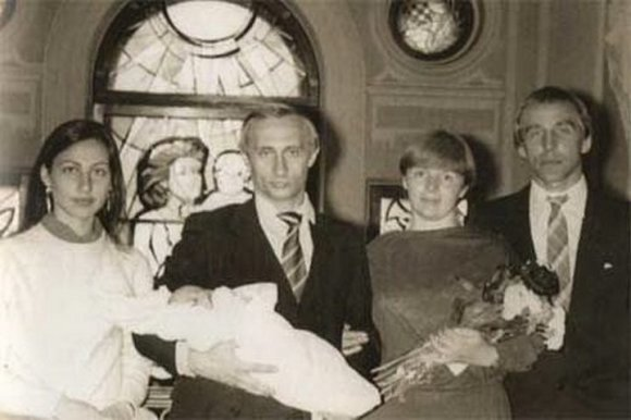 V.Putino šeimos albumo nuotr./S.Rolduginas (dešinėje) - V.Putino dukters krikštatėvis