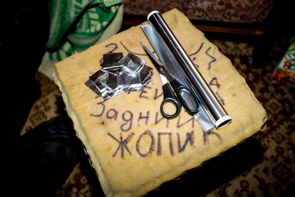 Vidmanto Balkūno / 15min nuotr./Folijos atraižos į kurias pakuojamos heroino dozės