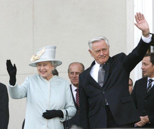 """""""Scanpix"""" nuotr./Didžiosios Britanijos karalienės Elizabeth II vizitas Lietuvoje 2006 m."""