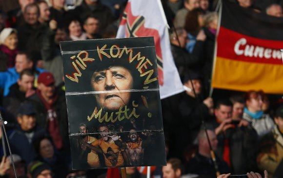 """""""Reuters""""/""""Scanpix"""" nuotr./Europoje surengti prieš pabėgėlius nukreipti protestai"""