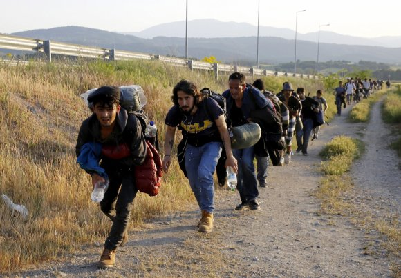 """""""Reuters""""/""""Scanpix"""" nuotr./Imigrantai bando patekti į Makedoniją iš Graikijos"""