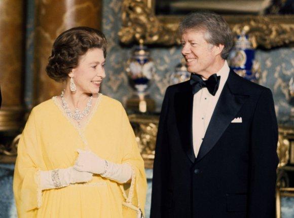 """""""Scanpix""""/""""PA Wire""""/""""Press Association Images"""" nuotr./Jimmy Carteris su karaliene Elizabeth II"""
