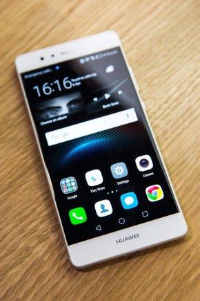 """AFP/""""Scanpix"""" nuotr./Londone pristatytas naujasis """"Huawei"""" P9 telefonas"""