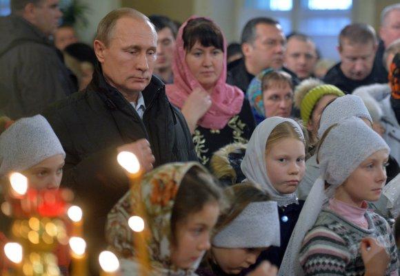 """AFP/""""Scanpix"""" nuotr./Putinas dalyvavo stačiatikių Kalėdų apeigose"""