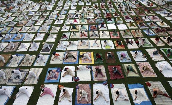 """""""Reuters""""/""""Scanpix"""" nuotr./Visame pasaulyje praktikuojama joga"""