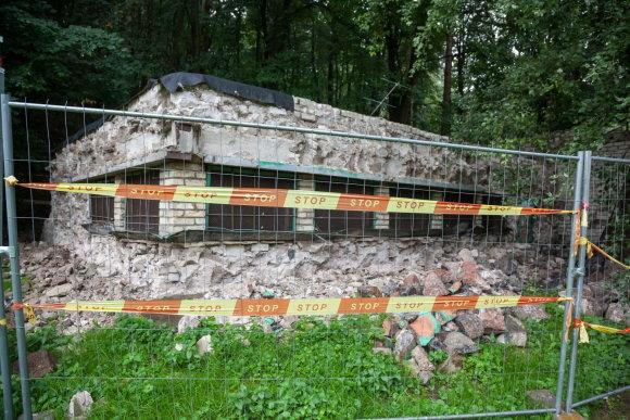 Sauliaus Žiūros nuotr./Žydų paminkliniai akmenys pagarbiai sugrįžta į senąsias žydų kapines Olandų gatvėje
