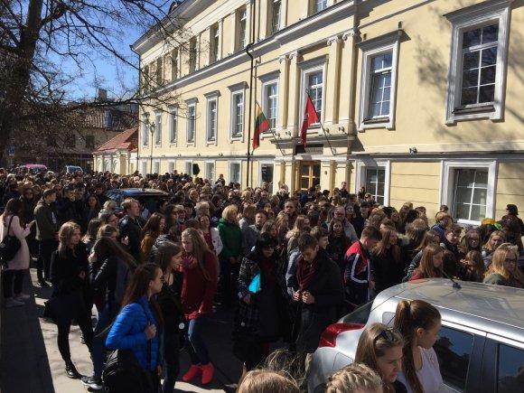 Irmanto Gelūno / 15min nuotr./Vilniuje – protesto akcija dėl ketinimų ilginti mokslo metus