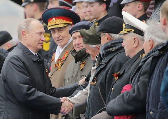 """Reuters""/""Scanpix"" nuotr./Pergalės dienos paradas Maskvoje"