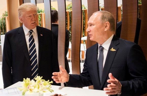 """""""Reuters""""/""""Scanpix"""" nuotr./Donaldo Trumpo ir Vladimiro Putino pirmasis susitikimas"""