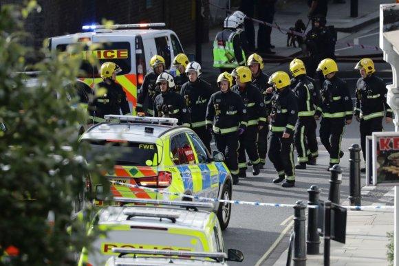 """Reuters""/""Scanpix"" nuotr./Sprogimas traukinyje Londone"
