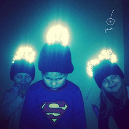 Raimonda Vysnia Photography nuotr./Kepurės su šviesą atspindinčiu bumbulu