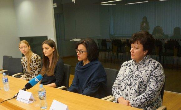 Kauno klinikų nuotr./Ilona Joneliūnienė, prof. Rasa Tamelienė ir dvi jaunos mamos