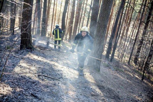 Vidmanto Balkūno/15min.lt nuotr./Ugniagesys gelbėtojas Mindaugas Valaitis