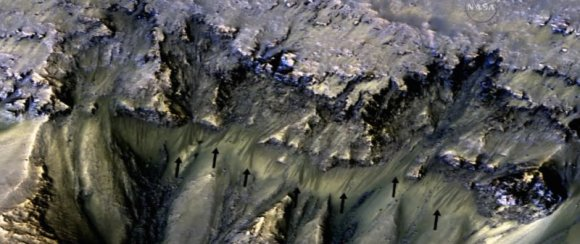 NASA nuotr./Įrodymai, kad Marse yra tekančio vandens